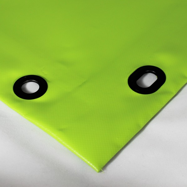 PVC matt mit Saum und Ovalösen alle 100cm, grasgrün